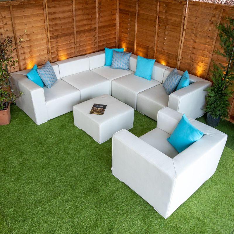 Transform outdoor garden into fashionable garden